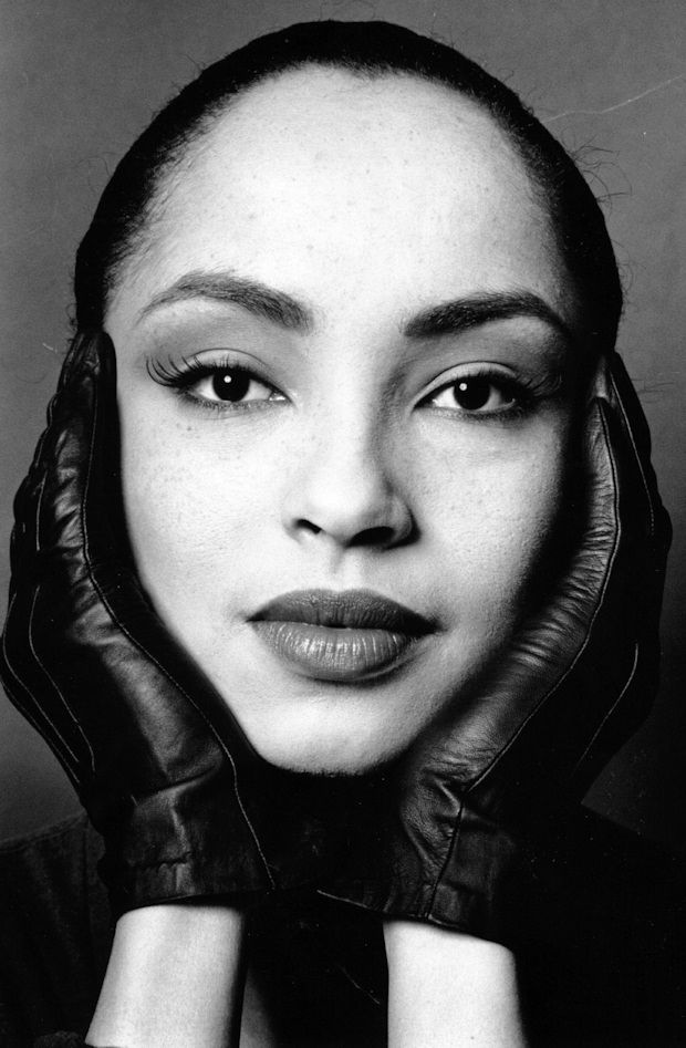 Sade Lyrics Photos Pictures Paroles Letras Text For Every Songs
