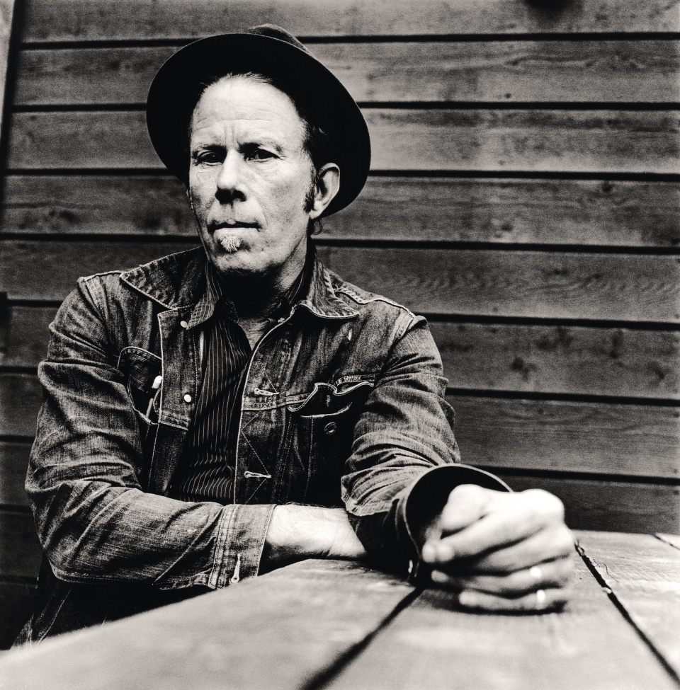 Black gloves young buck lyrics - Tom Waits Lyrics Part 2 Photos Pictures Paroles Letras Text For Every Songs